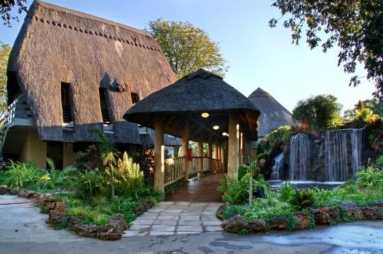 A'Zambezi River Lodge7